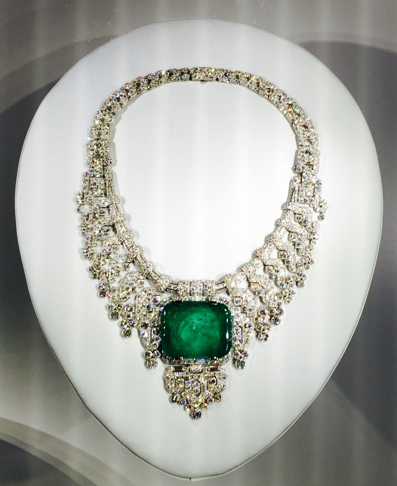 lotfinder lot eglantine epoque belle emerald by diamond cartier necklace details gnv a and